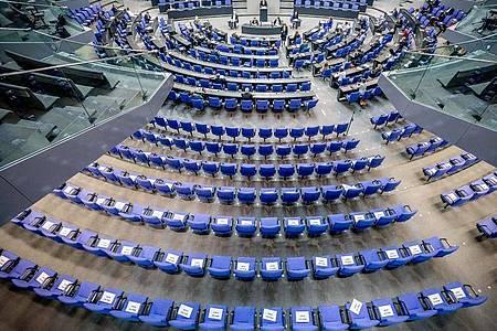 Der Bundestag hat derzeit so viele Mitglieder wie noch nie - was sich eigentlich ändern soll. Foto: Michael Kappeler/dpa