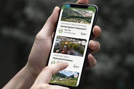 Die App «Camping.info» soll Urlaubern die Buchung eines Campingplatzes erleichtern. Sie zeigt die Verfügbarkeit von 23.000 Campingplätzen in Europa an und Nutzer können direkt buchen. Foto: Camping.Info