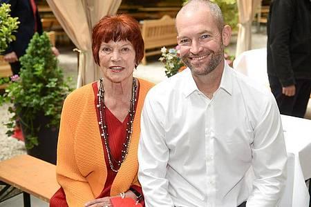 Die Filmproduzentin Regina Ziegler (l) Ziegler Film und James Farrell, VP Local Originals, beim Filmfest mnünchen. Foto: Felix Hörhager/dpa