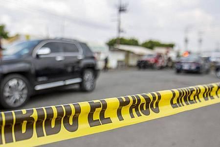 Der mexikanischen Polizei gelant es die Migranten aus Honduras, El Salvador, Guatemala und Nicaragua zu befreien. Foto: Jair Cabrera Torres/dpa/Symbolbild