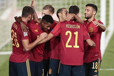 Die Spanier feierten einen klaren Sieg. Foto: Bernat Armangue/AP/dpa