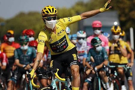 Primoz Roglic trägt weiter das Gelbe Trikot des Spitzenreiters. Foto: Christophe Ena/AP/dpa