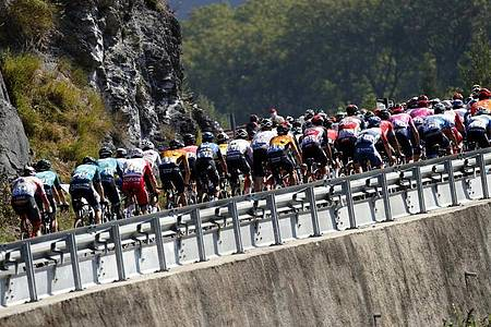 Die französische Staatsanwaltschaft hat Vorermittlungen wegen eines Dopingverdachts bei der Tour de France aufgenommen. Foto: Christophe Ena/AP/dpa