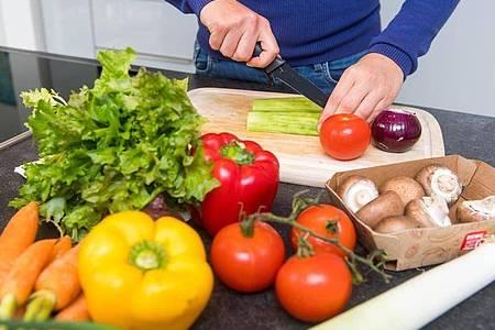 Bei Vegetariern kommt viel Gemüse auf den Tisch. Foto: Benjamin Nolte/dpa-tmn