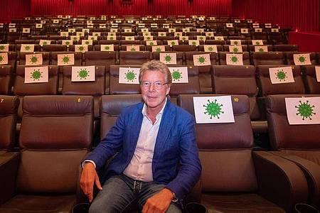 Hans-Joachim Flebbe hofft, dass die Kinos im Dezember wieder öffnen dürfen. Foto: Julian Stratenschulte/dpa