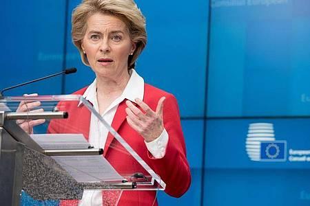 Ursula von der Leyen spricht während einer Pressekonferenz. Zur Eindämmung des neuartigen Coronavirus haben Deutschland und die anderen EU-Staaten ein weitreichendes Einreiseverbot für Bürger der allermeisten Nicht-EU-Staaten vereinbart. Foto: Etienne Ansotte/European Commission/dpa