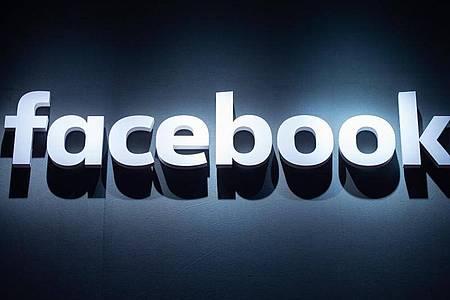 Facebook war erst vor wenigen Wochen kritisiert worden, weil das Netzwerk umstrittene Äußerungen Trumps nicht von der Plattform nahm oder als problematisch markierte. Foto: Christophe Gateau/dpa
