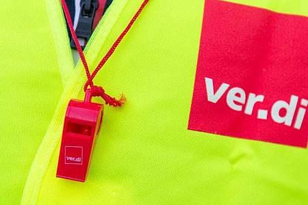 Die Gewerkschaft Verdi fordert gemeinsam mit dbb und VKA mehr Einkommen für den öffentlichen Dienst. Foto: Christophe Gateau/dpa