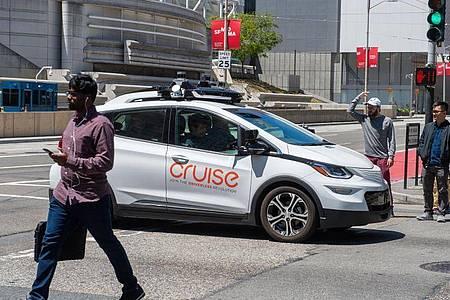 Ein selbstfahrendes Auto der GM-Roboterwagenfirma Cruise in San Francisco. Foto: Andrej Sokolow/dpa