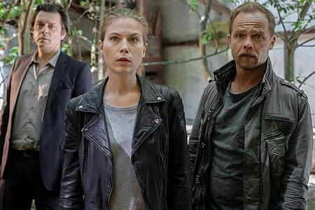 Die Kommissare Micha Oberländer (Matthias Koeberlin) und Hannah Zeiler (Nora Waldstätten) sind einem Serienmörder auf der Spur. Foto: Petro Domenigg/ZDF/dpa