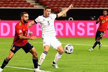 Gab sein Debüt im DFB-Team: Italien-Legionär Robin Gosens (r). Foto: Christian Charisius/dpa