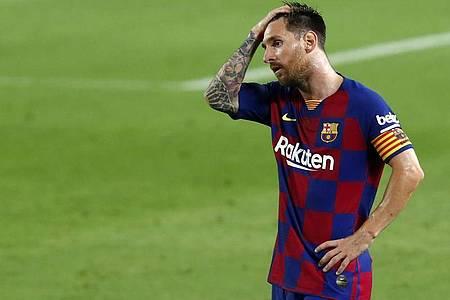 Wie entscheidet sich der sechsmalige Weltfußballer Lionel Messi?. Foto: Joan Monfort/AP/dpa
