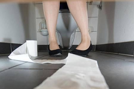 Das mit einer Inkontinenz einhergehende Gefühl, die Kontrolle über den Körper zu verlieren, ist alles andere als angenehm. Foto: Franziska Gabbert/dpa-tmn