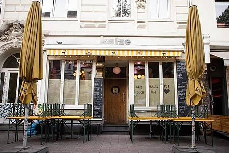 Rund 600 Gäste der Bar «Katze» im Hamburger Schanzenviertel könnten sich mit dem Coronavirus angesteckt haben. Foto: Christian Charisius/dpa