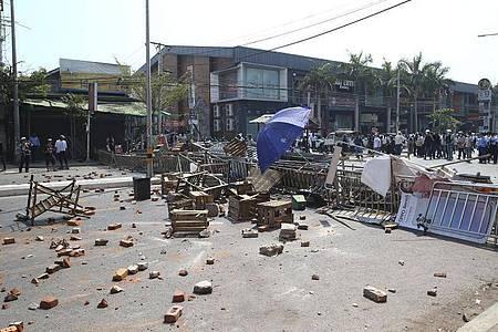 Berichten zufolge hat die Polizei Wasserwerfer und Tränengas gegen die Demonstranten eingesetzt, auch sollen Schüsse gefallen sein. Foto: Uncredited/AP/dpa