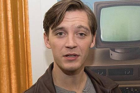 """Schauspieler Jonas Nay bei den Dreharbeiten zur Fernsehserie """"Deutschland 89"""". Foto: Jörg Carstensen/dpa"""
