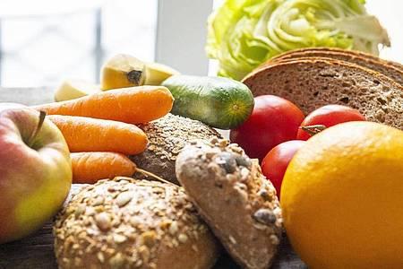 Wer erkältungsfrei durch Herbst und Winter kommen möchte, tut gut daran, sich gesund und ausgewogen zu ernähren. Foto: Robert Günther/dpa-tmn
