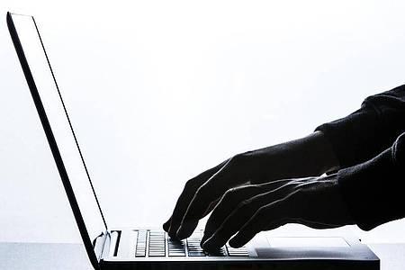 Für Online-Kleinanzeigenmärkte denken sich Betrüger immer neue Tricks aus. Foto: Silas Stein/dpa/dpa-tmn
