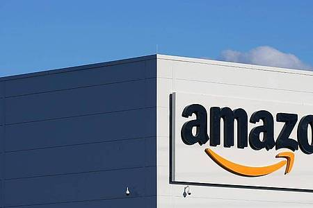 Der Online-Riese Amazon hat seine Webseite für Kundinnen und Kunden in Schweden auf den Weg gebracht. Foto: Ronny Hartmann/dpa-Zentralbild/dpa