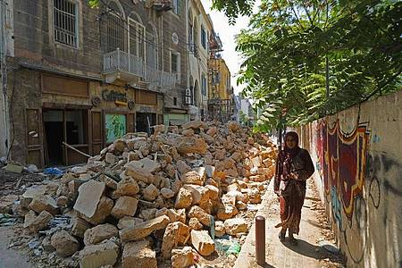 Beschädigte Gebäude in einer Straße der libanesischen Hauptstadt. Foto: Bilal Jawich/XinHua/dpa