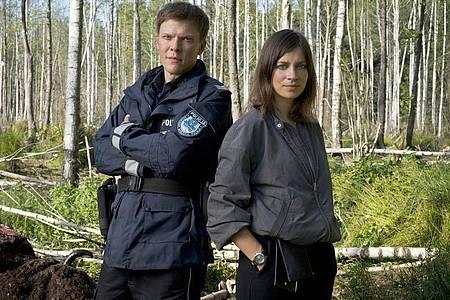 Kriminaltechnikerin Dr. Viktoria Wex (Claudia Eisinger) und Dorfpolizist Leon Pawlak (Sebastian Hülk). Foto: Krzysztof Wiktor/ARD Degeto/dpa