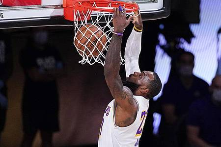 Führte die Los Angeles Lakers ins NBA-Halbfinale: Superstar LeBron James. Foto: Mark J. Terrill/AP/dpa