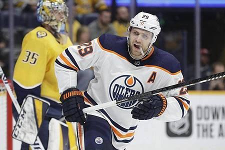 Leon Draisaitl will mit den Edmonton Oilers den Stanley Cup gewinnen. Foto: Mark Humphrey/AP/dpa