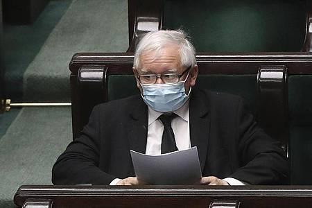 Jaroslaw Kaczynski, Vorsitzender der nationalkonservativen Regierungspartei PiS:Polen wird die für den 10. Mai geplante Präsidentenwahl verschieben. Foto: Czarek Sokolowski/AP/dpa