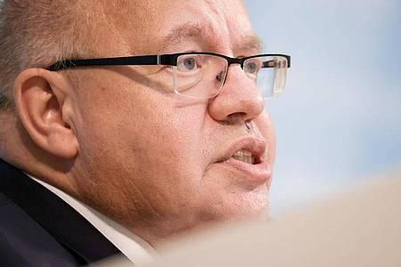 Bundesminister Peter Altmaier bei der Pressekonferenz zu klima- und wirtschaftspolitischen Vorschlägen. Foto: Odd Andersen/AFP Pool/dpa