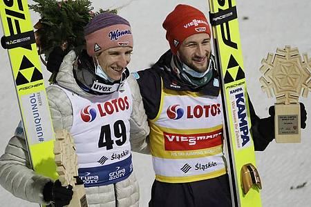 Sprangen in Wisla auf die Plätze eins und zwei: Marcus Eisenbichler (r) und Karl Geiger. Foto: Czarek Sokolowski/AP/dpa