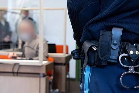Die Münchner Staatsanwaltschaft wirft einem Physiotherapeuten Vergewaltigung imRahmen vonBehandlungen vor - der Angeklagte ist einschlägig vorbestraft. Foto: Sven Hoppe/dpa