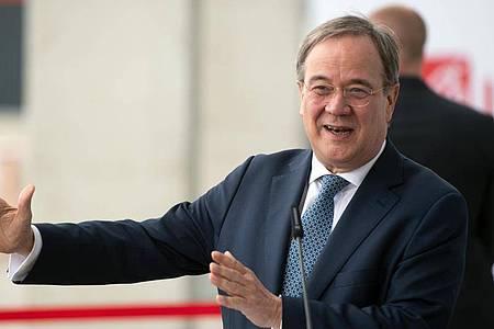 Armin Laschet (CDU), Ministerpräsident von Nordrhein-Westfalen, gibt eine Pressekonferenz. Foto: Federico Gambarini/dpa