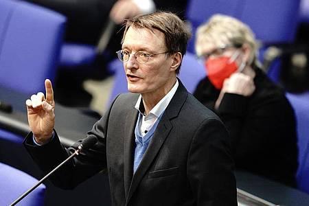 Gesundheitsexperte Karl Lauterbach (SPD) spricht bei der Sitzung des Bundestags. Foto: Kay Nietfeld/dpa