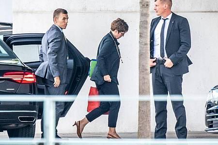 Annegret Kramp-Karrenbauer kommt zur Sitzung des Koalitionsausschuss im Kanzleramt. Foto: Michael Kappeler/dpa