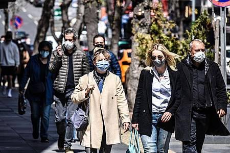Passanten in einer beliebten Einkaufsstraße in Ankara. Foto: Altan Gocher/ZUMA Wire/dpa