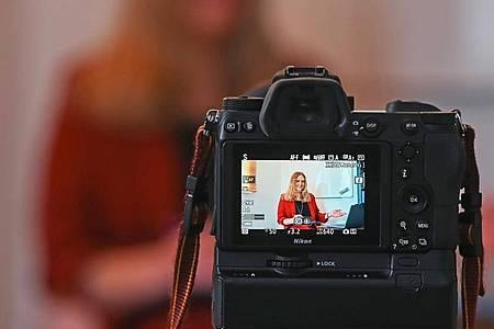 Eine Mehrheit der Psychotherapeuten kann sich auch weiterhin vorstellen, ihre Patienten per Video online zu behandeln. Foto: Uli Deck/dpa