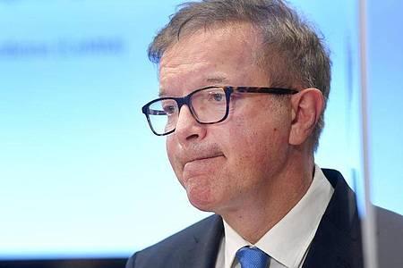 Der österreichische Gesundheitsminister Rudolf Anschober während einer Pressekonferenz inWien. Foto: Roland Schlager/APA/dpa