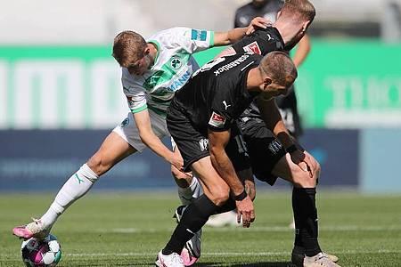 Greuther Fürth und der VfL Osnabrück teilten sich zum Auftakt die Punkte. Foto: Daniel Karmann/dpa