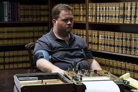 Paul Walter Hauser spielt den Wachmann Richard Jewell, der unter einer Bank eine versteckte Bombe findet und die Polizei auf sie aufmerksam macht. Foto: Claire Folger/Warner Bros./dpa
