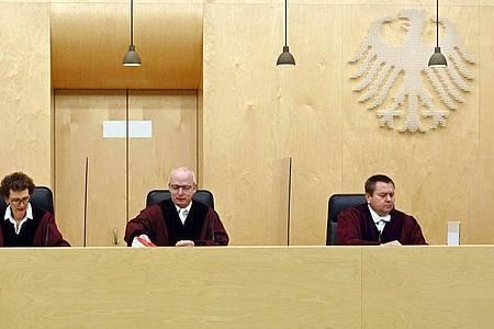 Der Dritte Strafsenat beim Bundesgerichtshof (BGH) eröffnet die Verhandlung zu einer gerichtlich angeordneten Einziehung von 11,1 Millionen Euro beim Waffenhersteller Sig Sauer. Foto: Uli Deck/dpa