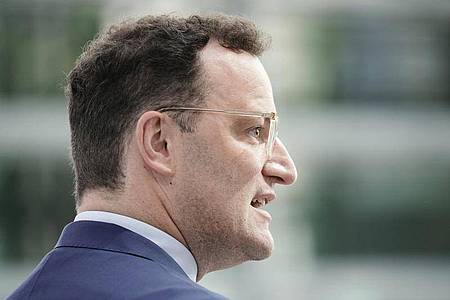 Bundesgesundheitsminister Jens Spahn hat das DFL-Konzept bewertet. Foto: Michael Kappeler/dpa