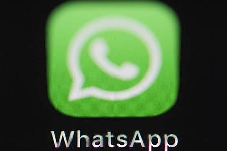 Union und SPD halten es für notwendig, dass der Verfassungsschutz in Zukunft nicht nur SMS mutmaßlicher Extremisten mitlesen kann, sondern auch verschlüsselte Chats etwa in WhatsApp. Foto: Silas Stein/dpa
