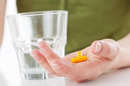 Verbraucherschützer raten zur Vorsicht bei Nahrungsergänzungsmitteln. Foto: Christin Klose/dpa-tmn
