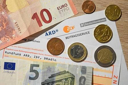 Der Rundfunkbeitrag könnte zum Jahr 2021 auf 18,36 Euro steigen. Foto: Nicolas Armer/dpa