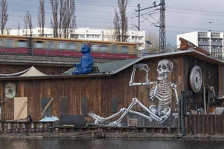 Einer der angesagten Clubs in Berlin:Kater Blau. Foto: Jörg Carstensen/dpa