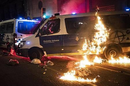 Die Proteste gegen die Inhaftierung des wegen Gewaltverherrlichung und Beleidigung der Monarchie verurteilten Rappers Hasel dauern bereits mehr als eine Woche an. Foto: Emilio Morenatti/AP/dpa