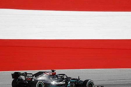 Lewis Hamilton erhielt nach einer Kollision eine Fünf-Sekunden-Strafe. Foto: Leonhard Foeger/pool Reuters/AP/dpa