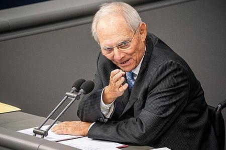 Das Thema Migration hat nach Ansicht von Bundestagspräsident Wolfgang Schäuble über der Corona-Krise nichts von seiner Brisanz verloren. Foto: Michael Kappeler/dpa