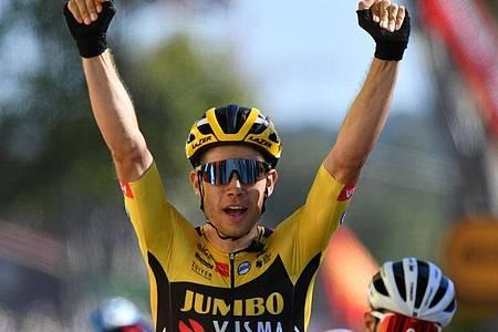 Sprintete zu seinem zweiten Etappensieg bei der 107. Tour de France: Wout Van Aert. Foto: Pool/BELGA/dpa