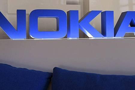 Im Mobilfunk-Patentstreit zwischen dem Netzwerkausrüster Nokia und dem Autobauer Daimler sollen zentrale Fragen nun vom Europäischen Gerichtshof geklärt werden. Foto: Markku Ulander/Lehtikuva/dpa